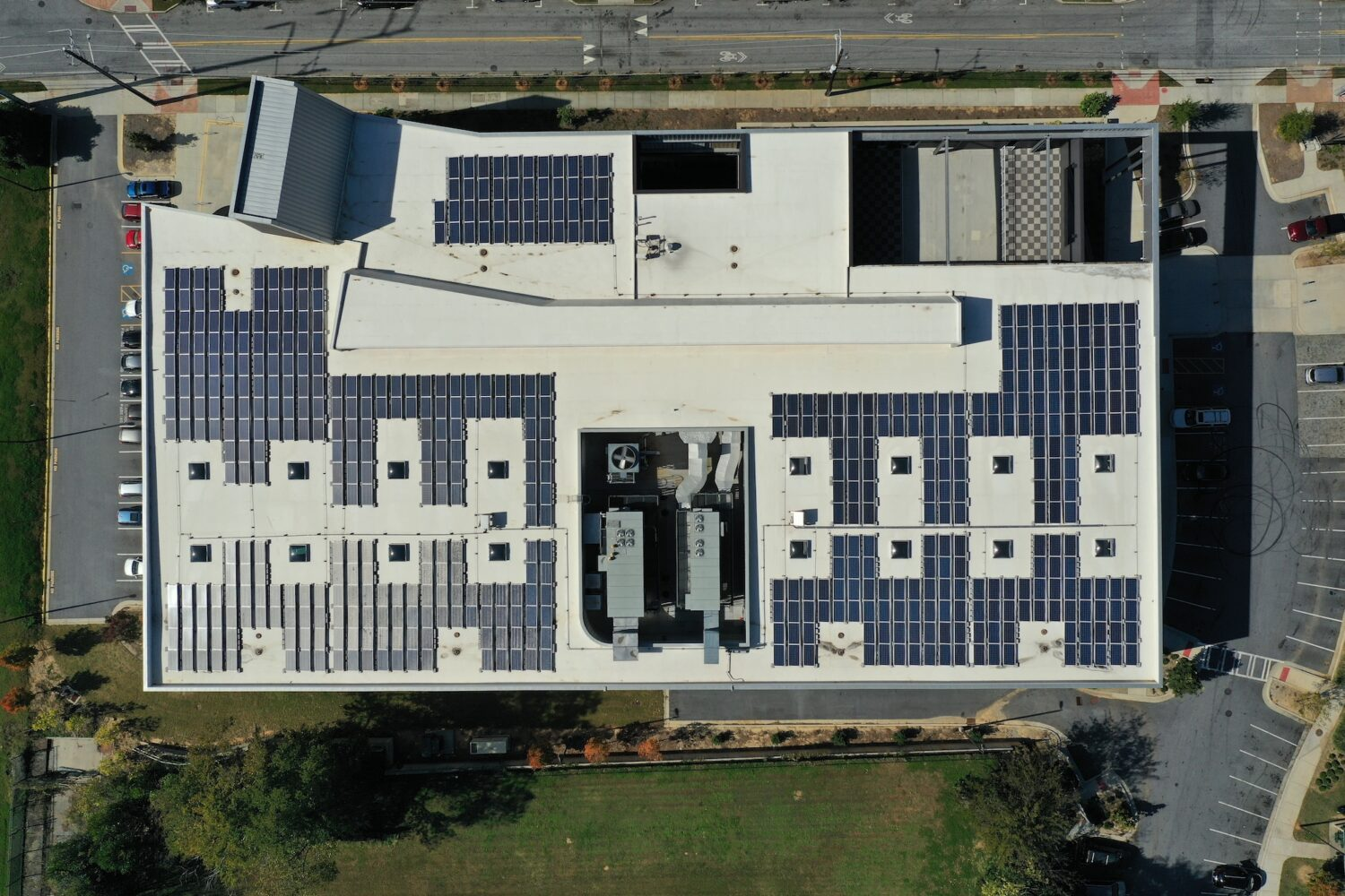 Radiance Solar installation on MLK Recreation and Aquatic Center